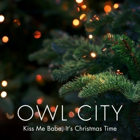 Kiss Me Babe, It's Christmas Time 專輯封面